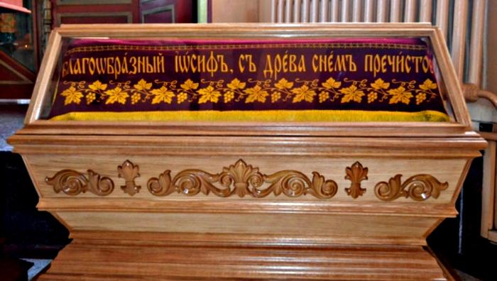 В храме Веры, Надежды Любови и матери их Софии появилась гробница с Плащаницей Христа Спасителя