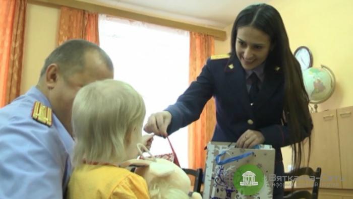 В Кирово-Чепецке следователи навестили 4-летнюю девочку, избитую собственной матерью