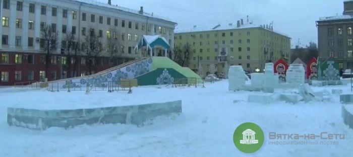 Ледовый городок на Театральной площади не могут достроить из-за погодных условий