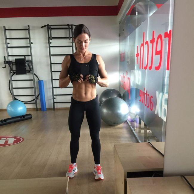 Кировчанка стала абсолютной чемпионкой страны по бодифитнесу