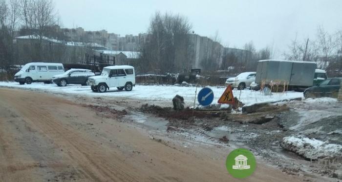 Коммунальщики устранили аварию на улице Менделеева