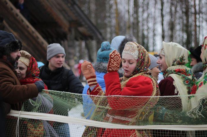 Кировчане проводят зиму «хороводом дружбы»