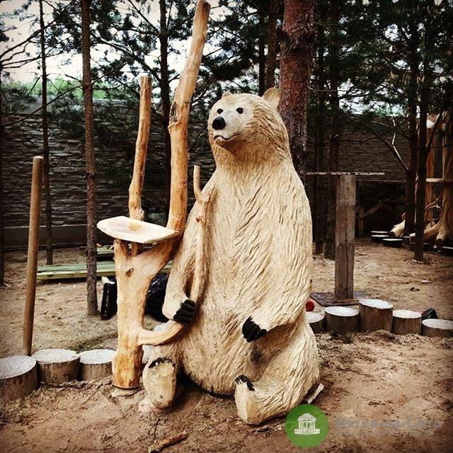 Мужчина из Арбажа вырезал животных из дерева с помощью бензопилы