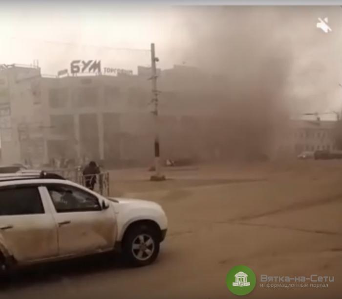 В Кирове загорелся ТЦ около железнодорожного вокзала (Видео)