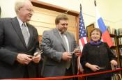 Посол США Джон Байерли открыл в Кирове Американский уголок