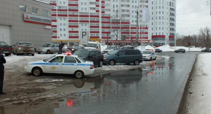 В Кирове у водителя иномарки случился сердечный приступ во время движения