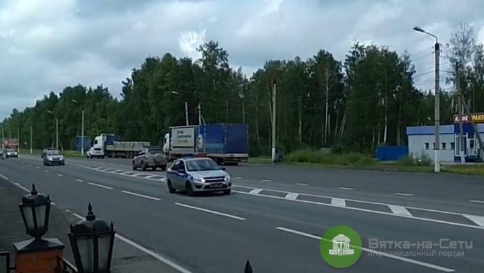 На въезде в город заметили огромный кортеж полицейских машин