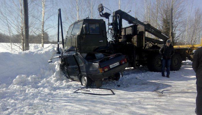 В результате столкновения ВАЗа и КамАЗа в Слободском районе погибла женщина