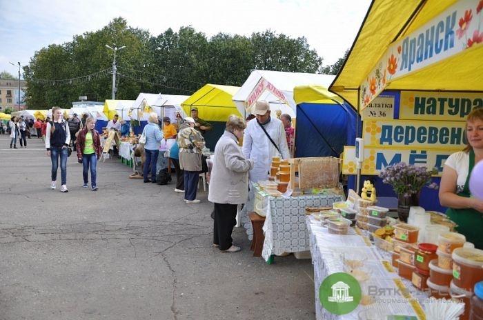 """Ярмарка """"Медовый спас"""" и ещё 4 ярмарки работают в Кирове"""