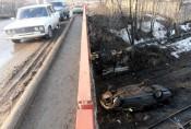 Один водитель сбил трёх пешеходов, другой на авто вылетел с моста