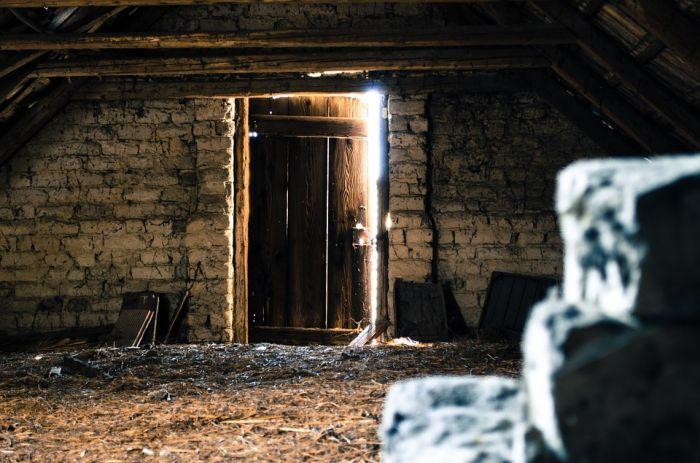 На чердаке дома в Куменах найден труп женщины