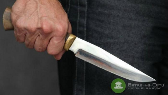 В Куменском районе пьяный мужчина изрезал ножом знакомого