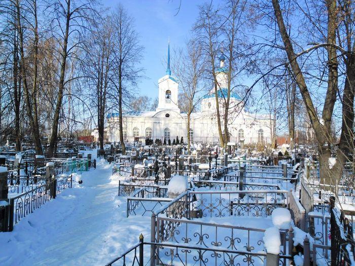 На нескольких кладбищах Кирова временно запретили хоронить людей