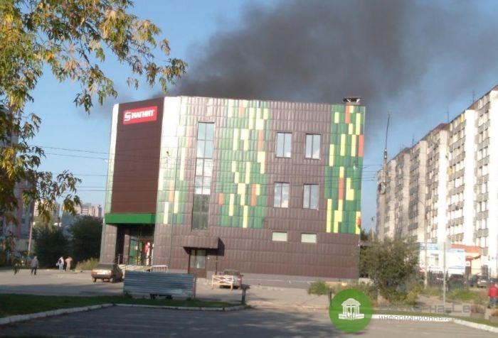 В Кирове горел торговый центр на Юровской