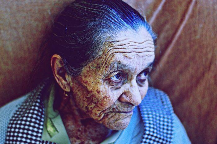 Житель Омутнинска осужден за истязание своей матери