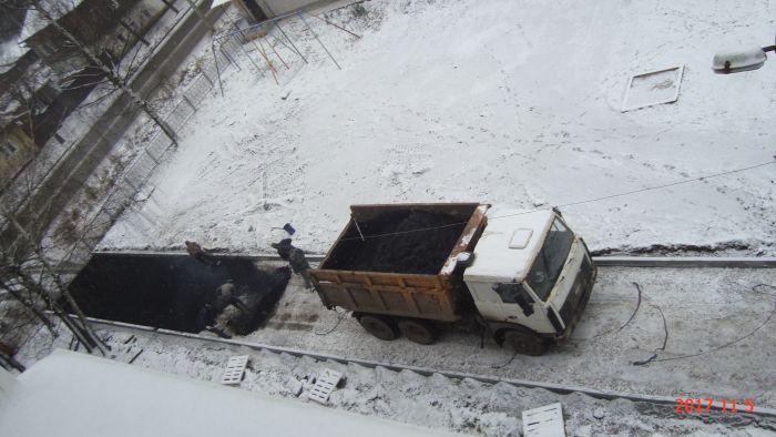 В Слободском асфальт укладывали прямо на снег