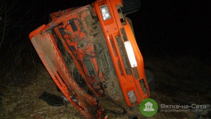 В Немском районе грузовой КамАЗ опрокинулся в кювет