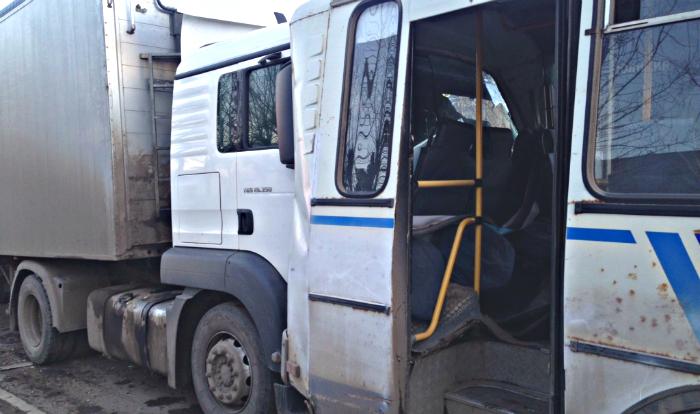 Водитель фуры, устроивший ДТП с автобусом, вероятно, был пьян
