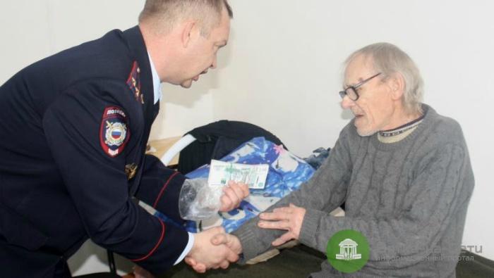 В Опарино сосед по палате украл у пенсионера 198 тысяч рублей