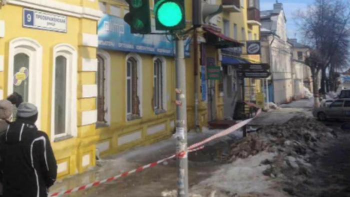 Осужден сотрудник УК Ленинского района, виновный в гибели женщины от схода снега с крыши