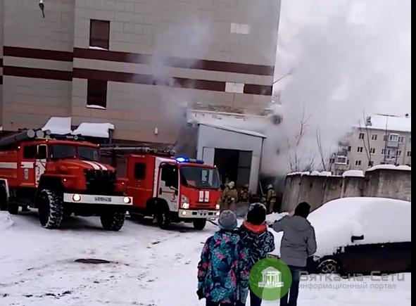 В Кирове горел торговый центр у автовокзала (видео)