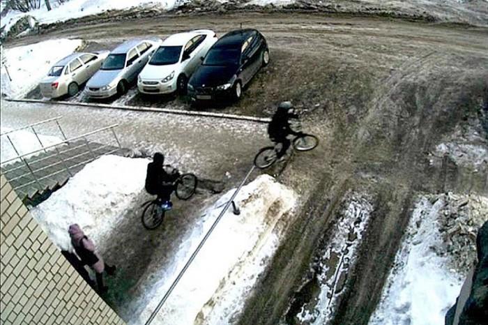 В Кирове подростки похитили велосипеды, взломав противоугонные устройства
