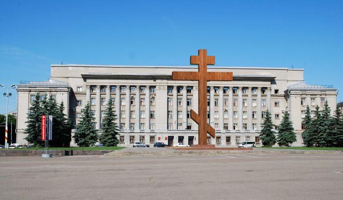 Последователи Стерлигова требуют вместо дымковских игрушек на въезде в город установить кресты