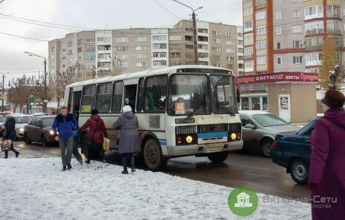В Кирове кондуктор высадила ребенка из автобуса поздно вечером