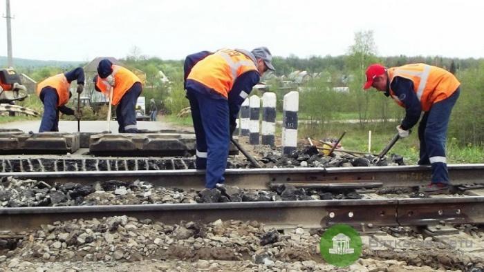 В Оверинцах временно закроют железнодорожный переезд