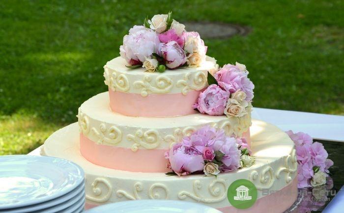 Двухъярусные свадебные торты – изысканно и роскошно