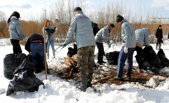 В Вересниках члены ОНФ самостоятельно убрали свалку на затопляемой территории
