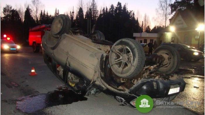Появилось видео, как пьяный водитель перевернулся на «Ниссане» в Белохолуницком районе