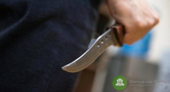 В Мурашинском районе мужчина зарезал мать своей сожительницы