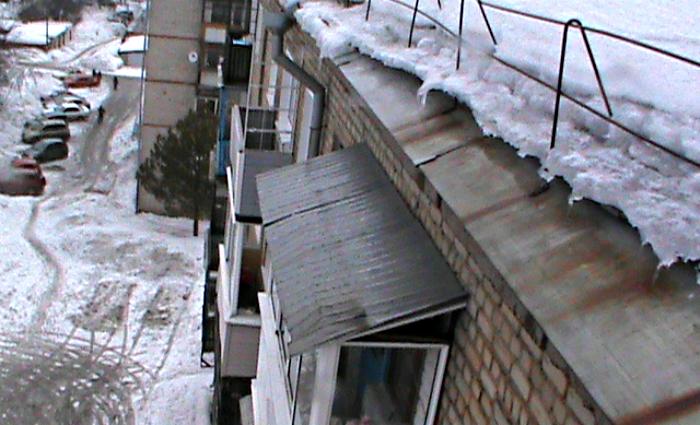 Очевидцев падения снега на двух женщин на ул. К.Маркса просят откликнуться