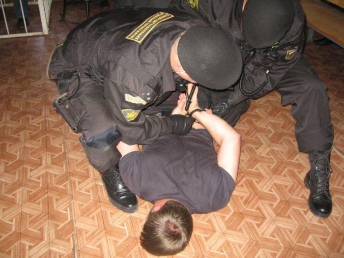 Кировчанин не захотел платить налоги и набросился на пристава