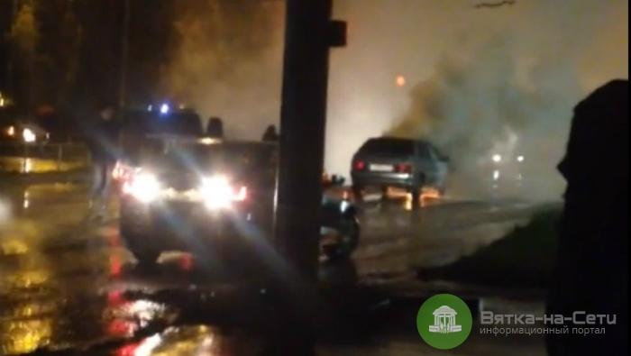 В Кирове автомобиль загорелся на ходу