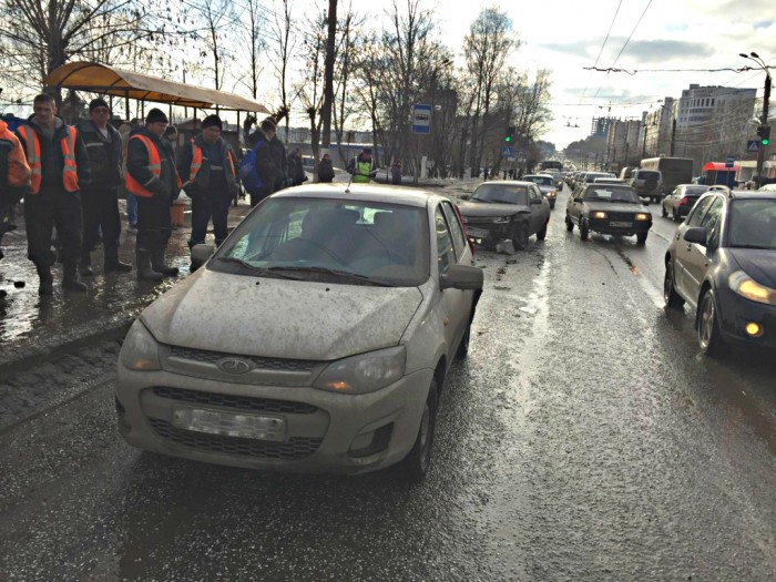 Тройное ДТП на Московской