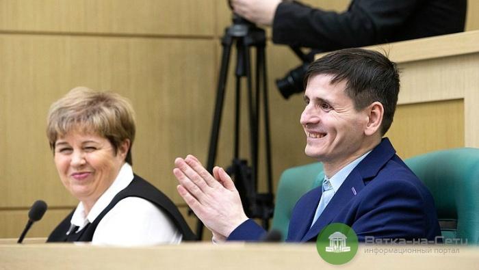 Худрука сельского клуба из Тужинского района наградили в Совете Федерации