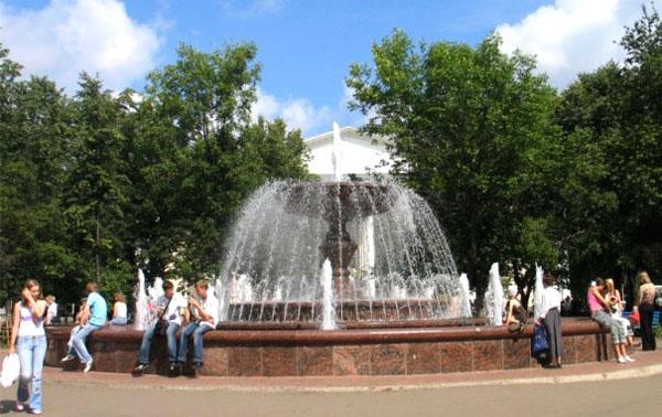 В День пограничника на Театралке отключат фонтан и ограничат движение по нескольким улицам