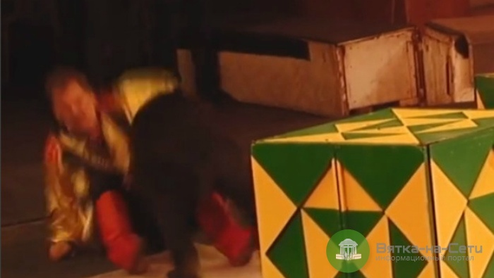 В кировском цирке медведица напала на дрессировщика (видео)