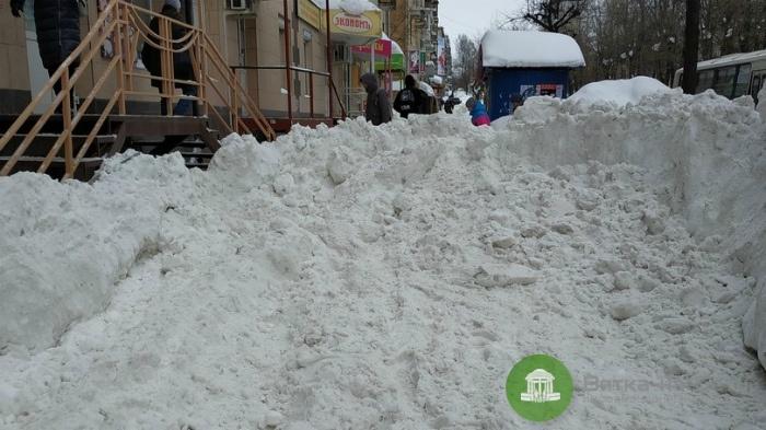 За сваленный на тротуар снег УК будут наказывать лишением лицензии