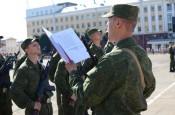 96 кировских призывников приняли военную присягу на Театральной площади