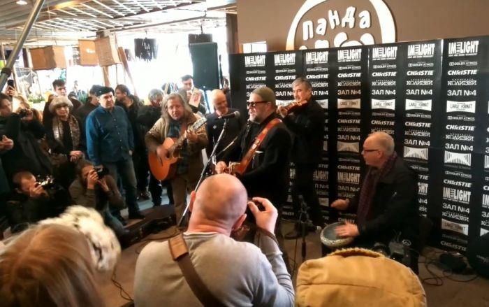 Борис Гребенщиков устроил импровизированный концерт в Кирове (видео)