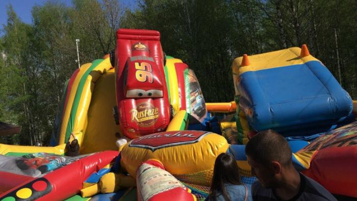 В Кирове батут лопнул под прыгающими на нем детьми