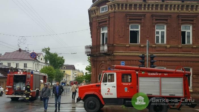 В Кирове горело здание бывшего роддома на ул. Преображенской