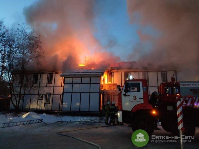 В Кирово-Чепецке загорелась общественная баня: пострадал истопник