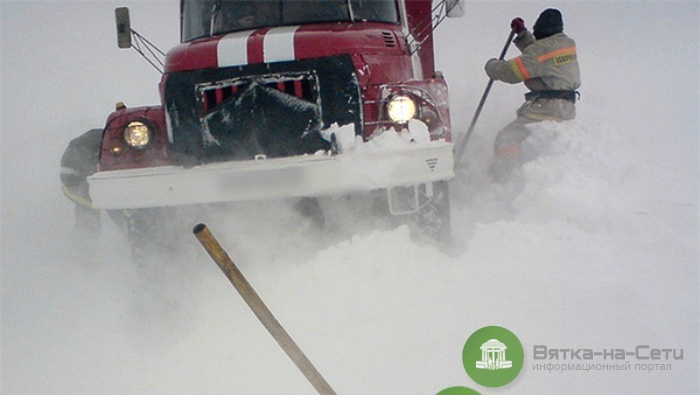 В Афанасьевском районе пожарные застряли в снегу и не успели потушить баню