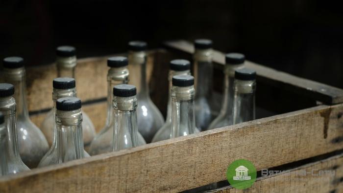 Житель Котельнича украл у пенсионерки 60 бутылок водки