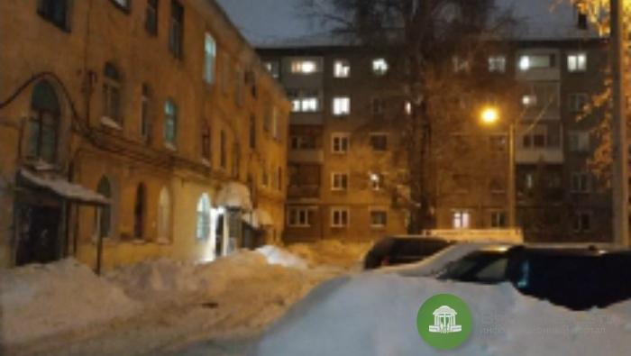 УК «Актив-Комфорт» оштрафовали на 125 тысяч рублей за упавшую на кировчанку глыбу снега