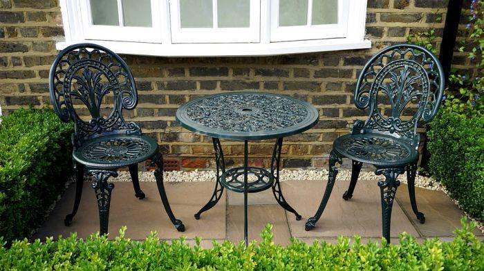 Из какого материала купить мебель для сада?